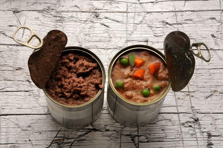 缶詰入りのドッグフード